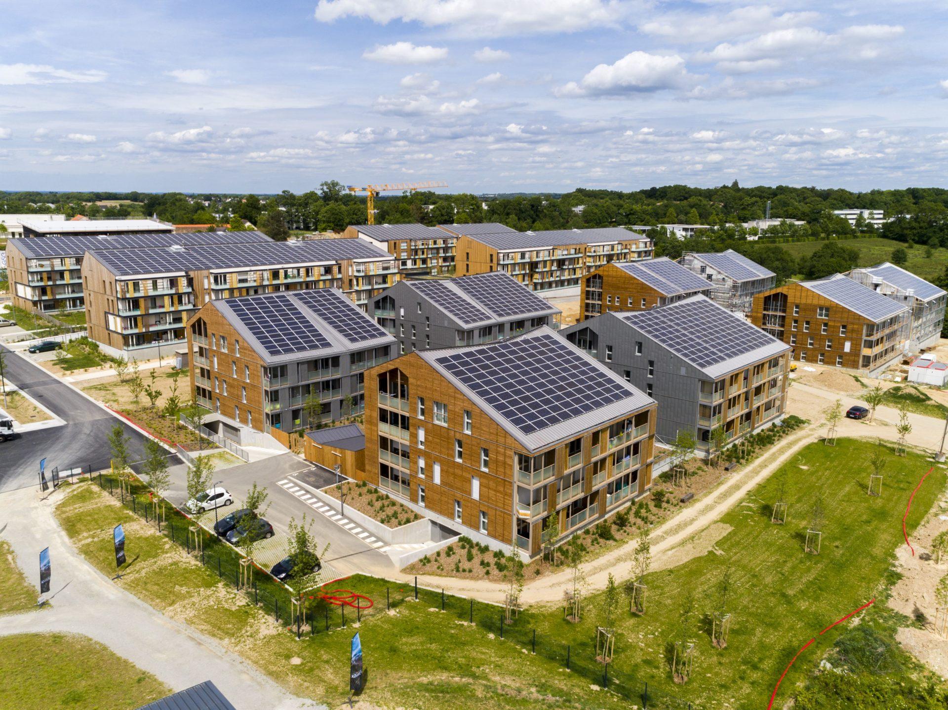 Installations photovoltaïques en toiture sur bâtiments neufs ZAC de La Fleuriaye à Carquefou (44)